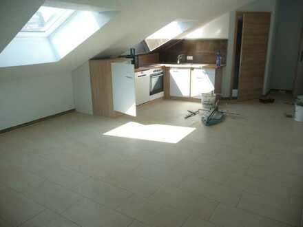 Helle 3-Zimmer DG-Wohnung für sportliche mit Einbauküche