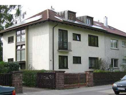 +Gemütliches Nest unterm Dach - 1 Zimmer Dachgeschosswohnung+