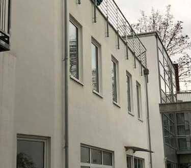 Moderne Penthouse-Maisonette auf 2 Etagen mit Terrasse und Dachterrasse in Südstadt-Bestlage