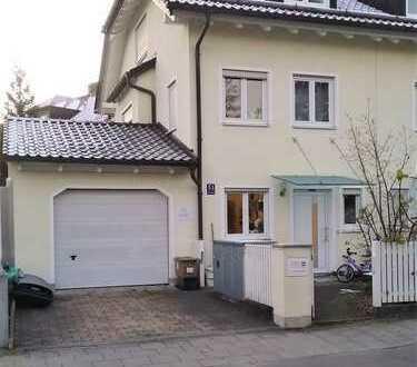 Modernes REH mit fünf Zimmern in München, Hadern