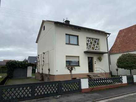 Einfamilienhaus - fünf Zimmer, zwei Bäder, EBK, Garten, Garage in Berg (Pfalz)