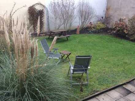 Provisionsfrei direkt vom Eigentümer! Grenze Rüttenscheid ab sofort 2,5 Zimmer-Wohnung mit Garten!