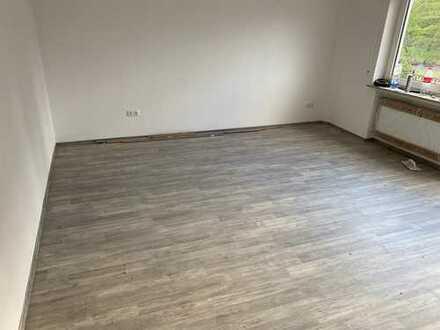 Vollständig renovierte 4-Zimmer-Wohnung mit Balkon in 65439, Weilbach