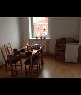 Bild_Große 2-Zimmer-Wohnung in ruhiger Lage mit Dielenboden