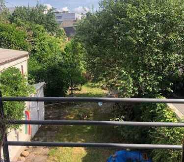 Sehr schöne, ruhige Wohnung mit kleinem Balkon an alleinstehende Frau