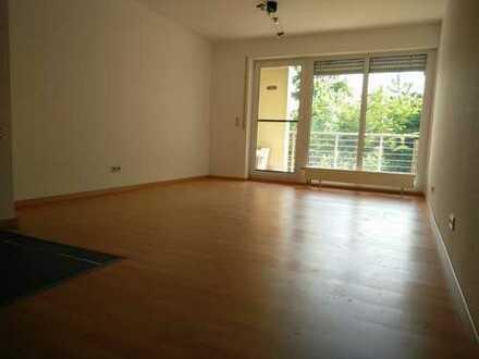 Stilvolle, gepflegte 2-Zimmer-Wohnung mit Balkon und EBK in Nürtingen