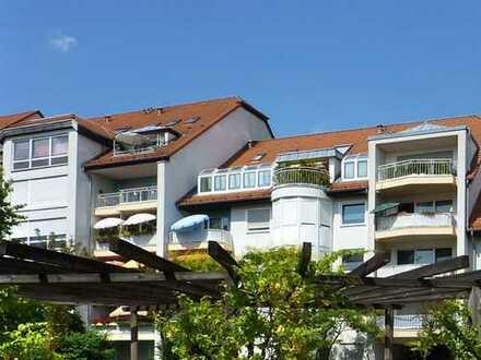 Oberursel: Hier lebt man gerne - angenehme 2,5 Zi. Wohnung mit Parkett und Balkon