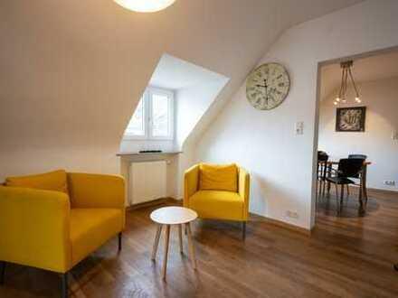 Große Dachgeschosswohnung mit 5,5 Zimmern und zwei Eingängen in Stuttgart-Ost