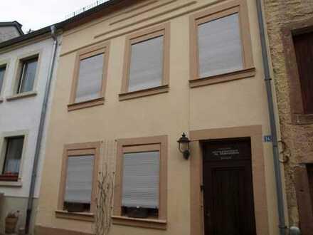 Schnuckeliges Wohnhaus mit Potential in zentraler Wohnlage ! - RESERVIERT ! -