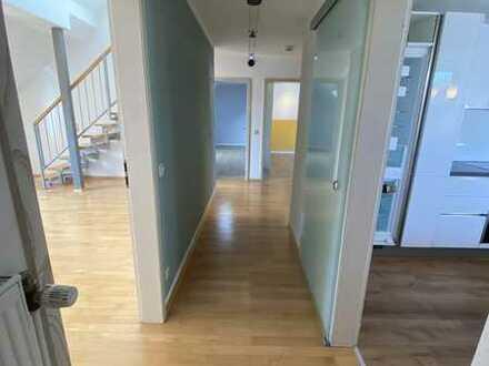 Einziehen und wohlfühlen - Helle 3,5-Zimmer-Maisonette-Wohnung mit besonderer Atmosphäre