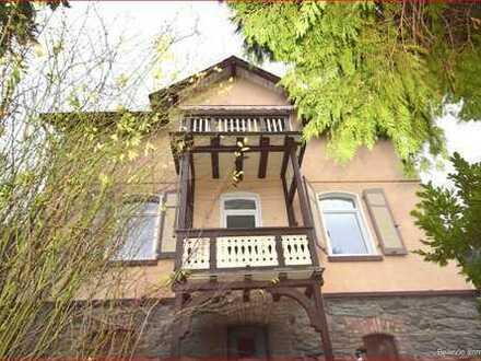 Charmantes, freistehendes Haus mit großem Grundstück in Eppstein