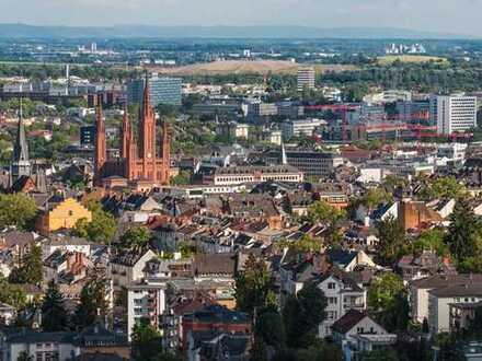 Erstbezug: stilvolle 2-Zimmer-DG-Wohnung mit Einbauküche und Balkon in Wiesbaden
