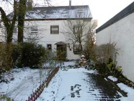 Doppelhaus mit großem Grundstück