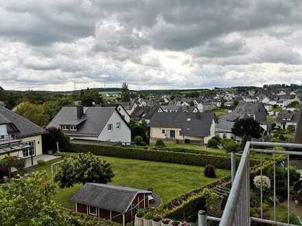 Günstige, sanierte 5-Zimmer-Dachgeschoss-Maisonettewohnung mit Balkon in Blankenrath