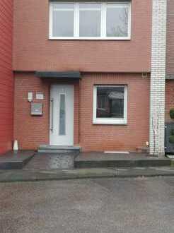 Schönes, geräumiges Reihenmittelhaus mit drei Zimmern in Mönchengladbach, Wickrath-Mitte