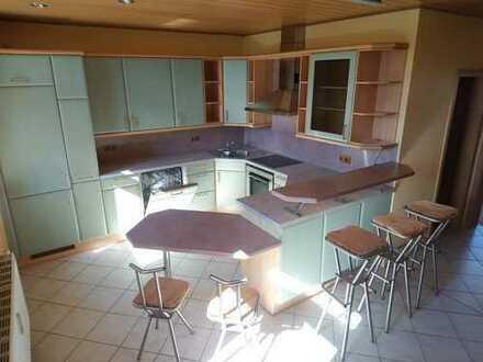 !! 5 Zimmer mit EBK, Garage und eigenem Grillplatz in ruhiger Lage !!