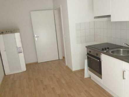 EBK inklusive ! WG-gerecht - 1. OG - große Küche mit sonnigen Balkon - Bad mit Fenster