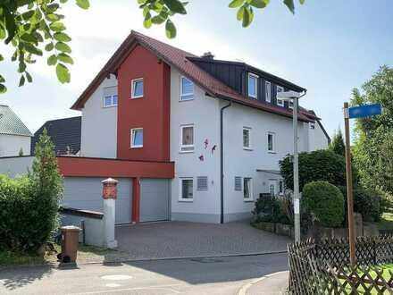 73669 Lichtenwald: Hochwertige 4,5-Zi-Wohnung / OG / Balkon / Garage / ruhige Ortsrandlage