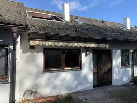 Schönes Reihenmittelhaus mit 2 Balkonen, Terrasse und EBK in Filderstadt