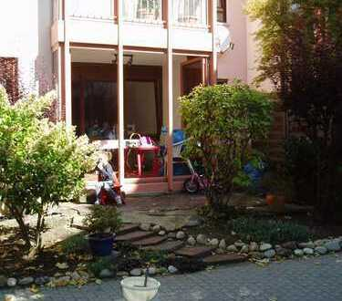 * Provisionsfrei * Stilvolle 2,5-Zimmer-Hochparterre-Wohnung mit Terrasse und EBK in Herrenberg