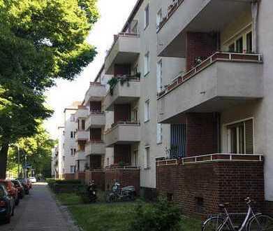 Berlin-Spandau - VERMIETET - 3 % Rendite - Investment, zukunftsstark, West-Balkon