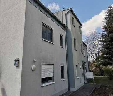 Exklusive 3-Zimmer-Wohnung mit Balkon/Einbauküche/Stellplätze in Bruchköbel-Niederissigheim