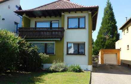 Freistehendes Einfamilien-Wohnhaus auf großem Grundstück in Dudenhofen