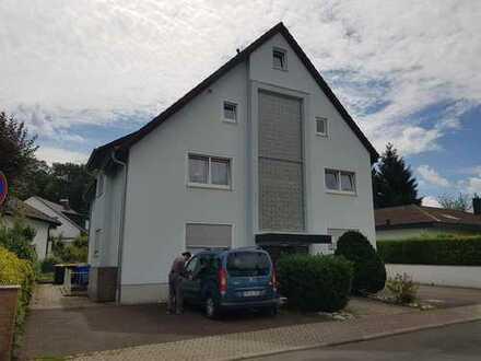 Vollständig renovierte 3-Zimmer-Maisonette-Wohnung mit Balkon und EBK in Bad Vilbel