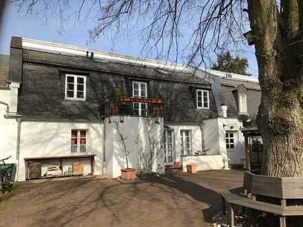 Orig. Gartenhof-Apartment mit Balkon und sep. Außeneingang (teilmöbliert)