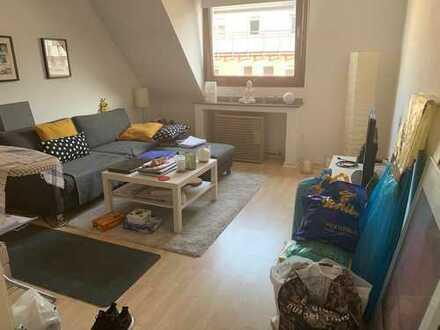 Gepflegte DG-Wohnung mit zweieinhalb Zimmern und Einbauküche in Essen - Essen-Stadtmitte