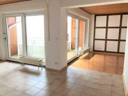 Erstbezug nach Renovierung! Wohnen auf 2 Ebenen im OG und DG mit Balkon und kleinem Dachgarten