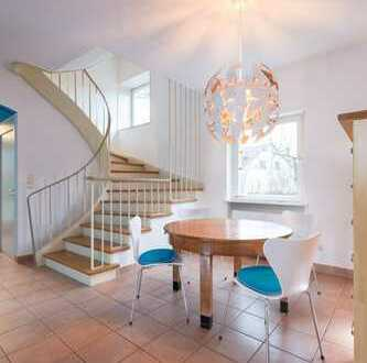 Internationale WG/ Young professionals' shared housing available 15. th of September - master suite