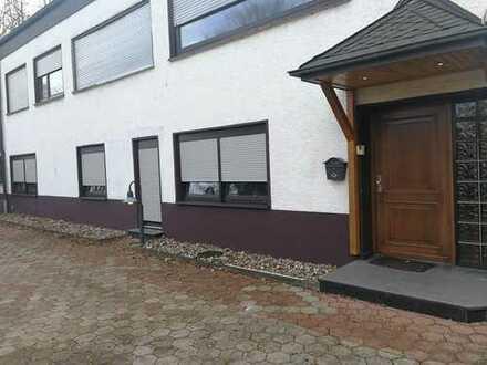 Gepflegte 2-Zimmer-EG-Wohnung mit Balkon und EBK in Menden