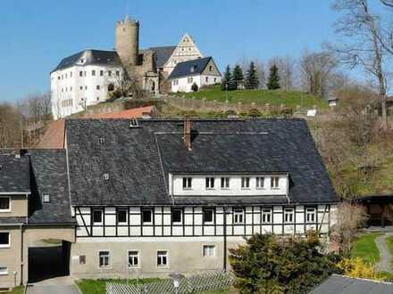 Teil eines Rittergutes am Fuße der Burg Scharfenstein zum Wachküssen aus seinem Dornröschenschlaf