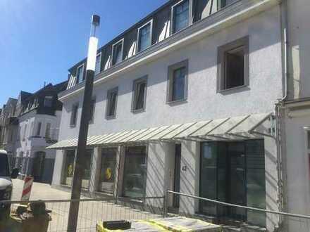 großzügige, neuwertige Stadtwohnung mit großer Terrasse in der Troisdorfer City
