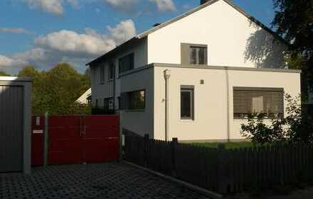 Helle und familienfreundliche 5-Zimmer-Doppelhaushälfte mit EBK in Holzlar-Roleber