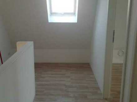 Wohnung in einer Wohnung. In einer großen Penthousewhg vermiete ich 2 gemütliche helle Zimmer mit ei