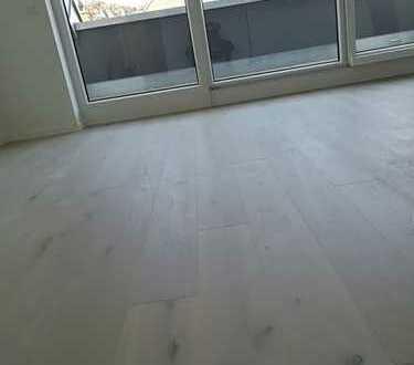 Erstbezug mit Balkon: exklusive 2-Zimmer-DG-Wohnung in Stuttgart