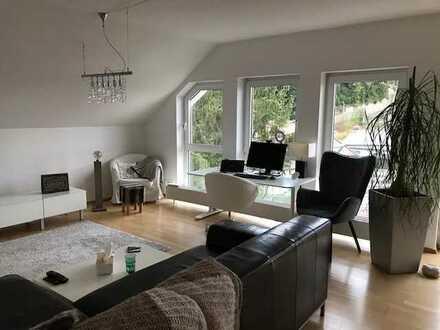 Stilvolle, möbilierte 3-Zimmer-Wohnung mit Balkon und Einbauküche