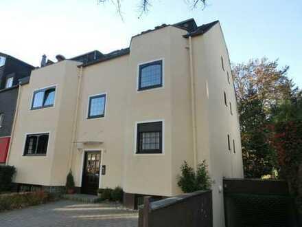 Sanierte 2-Zimmer-Wohnung mit Balkon in Weiden, Köln