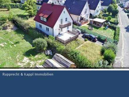 Gemütliches Einfamilienhaus mit großem Garten und Garagen in Kemnath