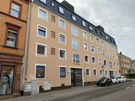 ++ Helle, großzügige und gut geschnittene 4 ZKBBalkon Wohnung im 1.OG in LD-Zentrum ! ++