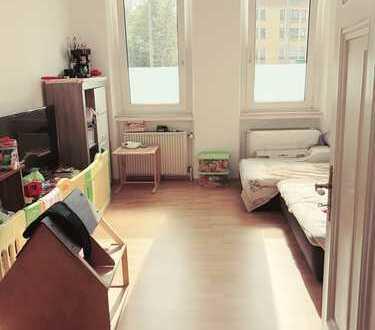 1 Minute zur U-Bahn!! Schöne HELLE 3-Zimmer-Wohnung in perfekte Lage!