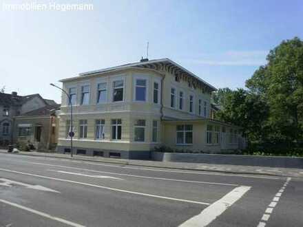 4 Zimmer Wohnung in stilvoller Altbau-Villa - WG-geeignet !