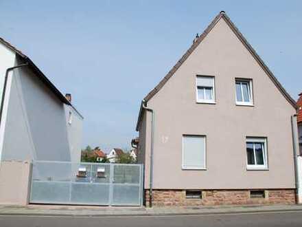 Schöne Dachgeschoßwohnung, 3 ZKB und Balkon