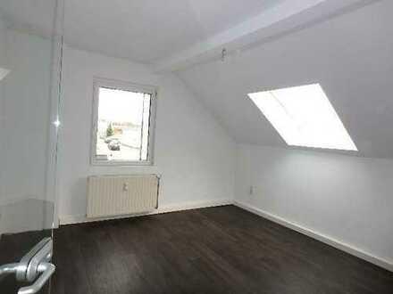 Provisionsfrei ! Sanierte Büroräume auf 82 qm m. sep. Eingang !* neues Bad u. Küchenanschluss