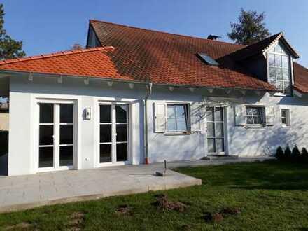 Kleine, aber feine 2-Zimmer-Erdgeschosswohnung mit Terrasse, abgeschlossenem Garten und EBK.