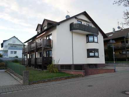 Ruhig und grün in Schöllbronn mit Balkon, Einbauküche und Carport