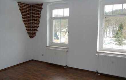 Hochwertig sanierte 3-Raum-Dachgeschoss-wohnung mit Balkon in Lichtenstein