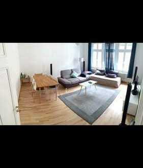 Möbliertes, helles 16m2-WG-Zimmer in schönem 96m2-Altstadt-Altbau